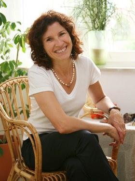Frau Margit Manju Dürr